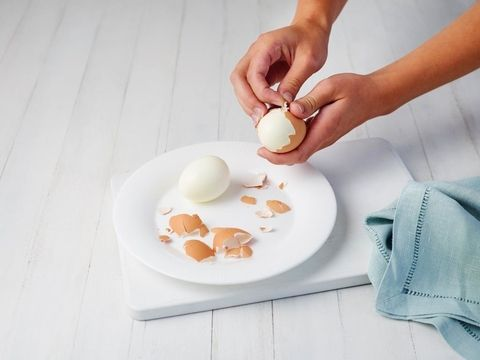 How to peel an egg