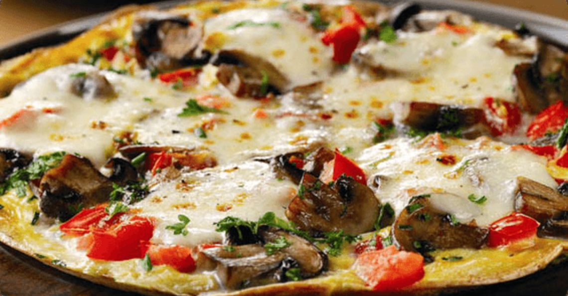 Cheese and mushroom pizza omelette