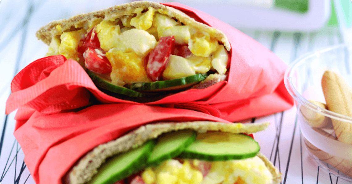 Egg and tomato pitta pockets