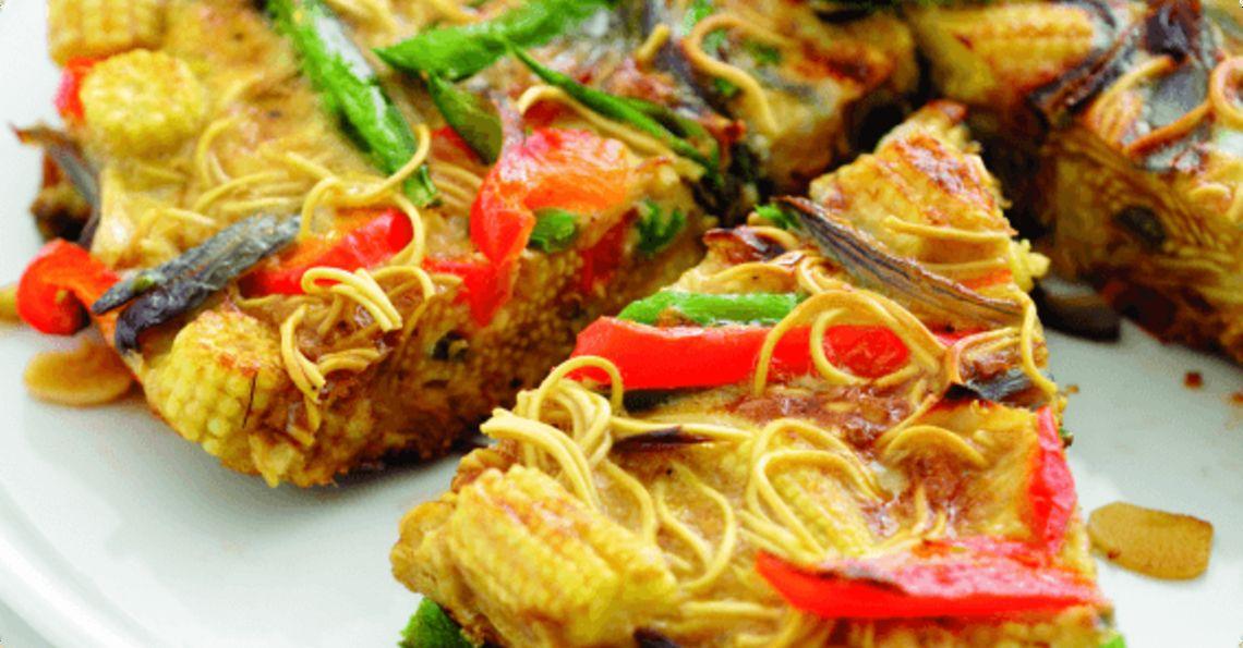 Egg and vegetable noodle slice