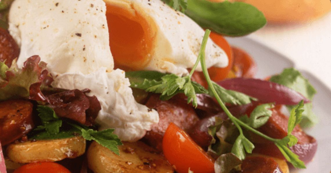 Salad with poached eggs & chorizo