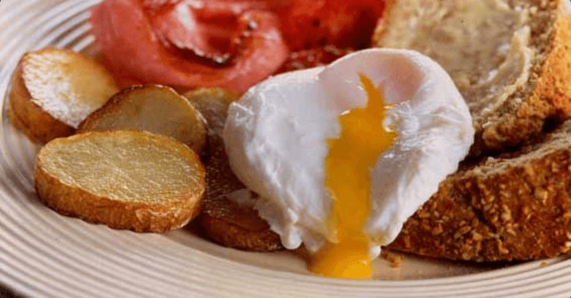 Soda bread, eggs, bacon and fried potatoes