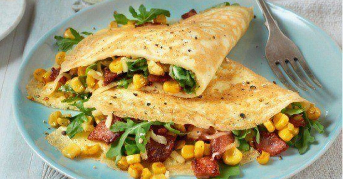 Bacon, sweetcorn & rocket omelette
