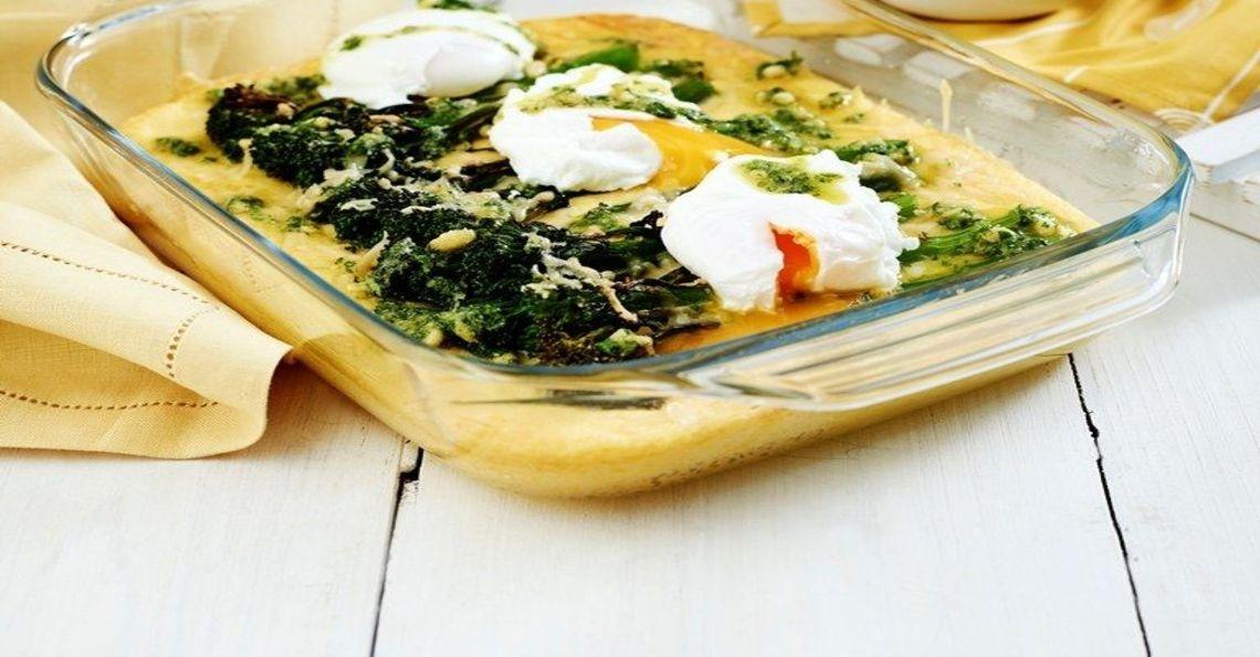 Baked polenta with eggs & pesto