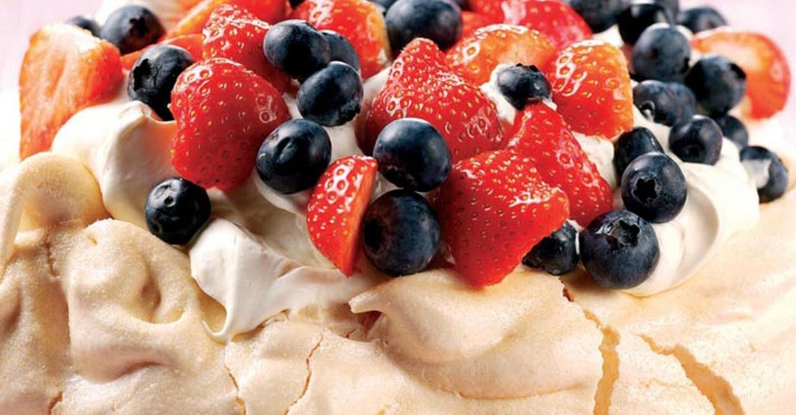 Berries & cream pavlova