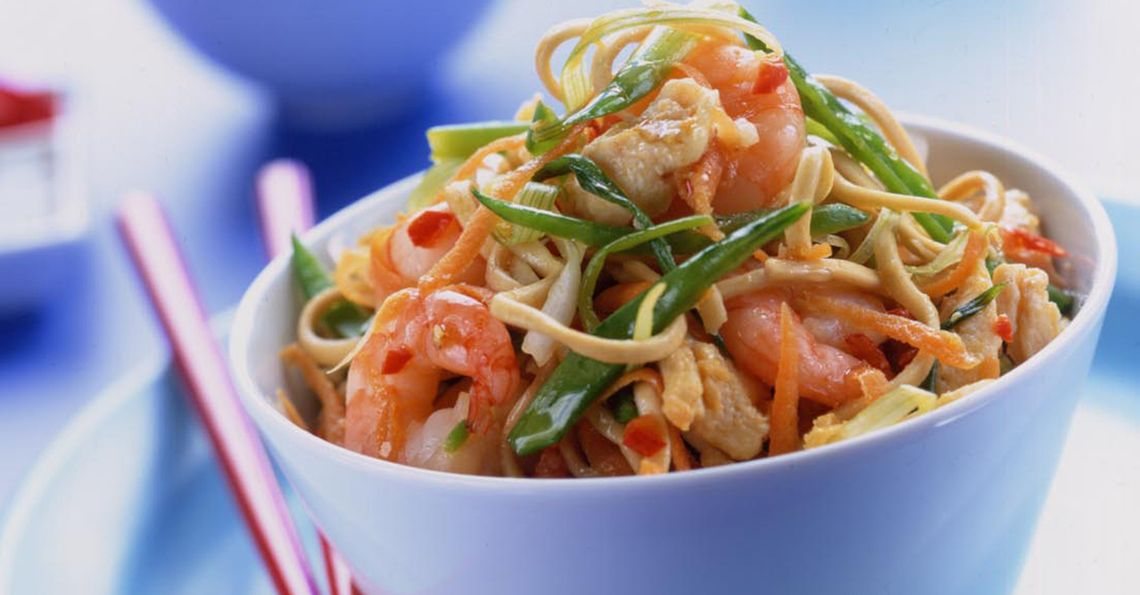 Chow mein with prawns