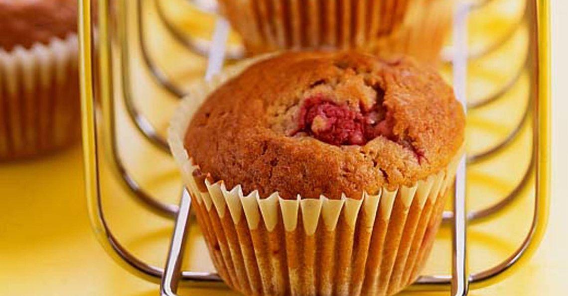 Raspberry and cinnamon muffins
