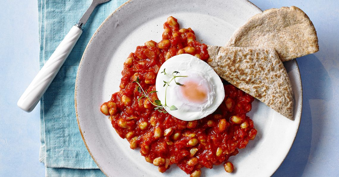baked bean and poached egg pittas