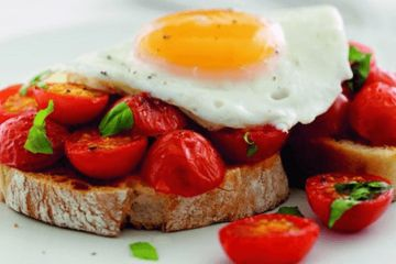 Tomato crostini with fried egg