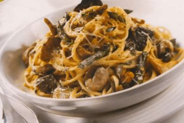 Wild mushrooms and asparagus pasta