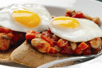 Homemade beans with lightly fried eggs