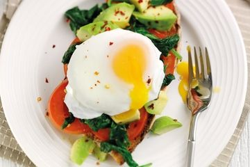 Green eggy breakfast on rye