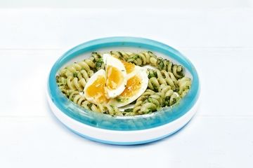 Quick pesto and egg pasta