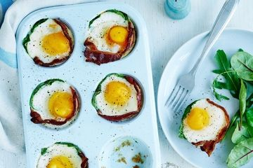 Egg, bacon and spinach cups