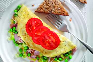 Pea, ham and tomato omelette