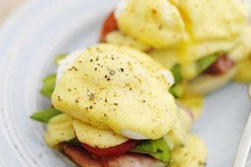 Gizzi Erskine's Australian eggs benedict