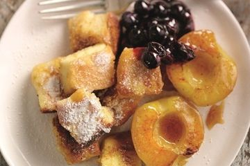 Austrian Kaiserschmarrn pancakes with caramelized apples and berry compote