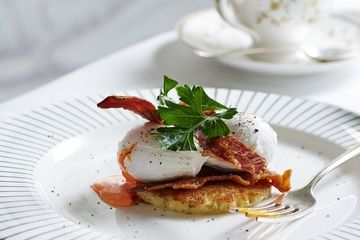 Soft poached eggs with sweetcorn pancake and crispy pancetta