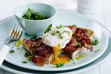 Poached egg with crispy pancetta