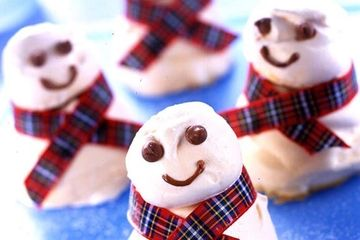 Christmas meringue snowmen