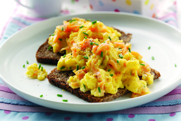 Creamy scramble with salmon on rye