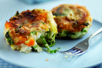 Eggy bubble and squeak cakes