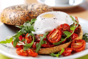 Oven roasted tomato and rocket bagels