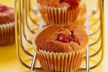 Raspberry and cinnamon muffins