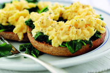 Toasted bagel with spinach and eggs