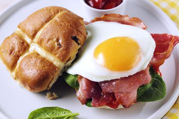 Hot Crossed Bacon and Egg Buns