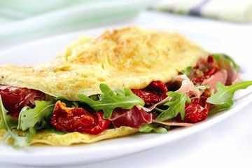 Omelette with rocket and ham