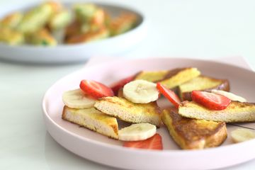 Eggy bread with fruit