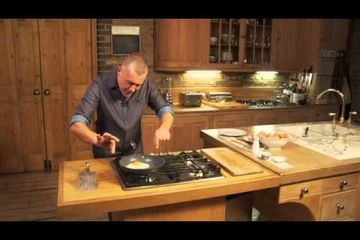 Embedded thumbnail for How to fry an egg by Paul Merrett